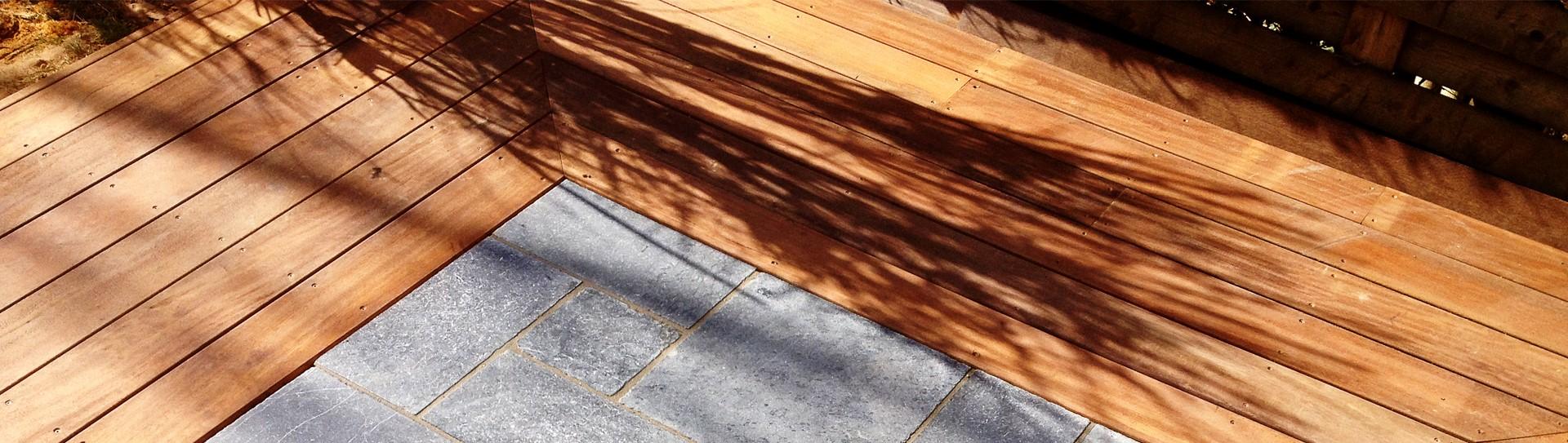 terrasse-en-bois-et-pierre